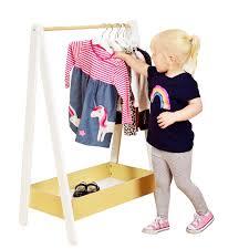 لباس پوشیدن کودک