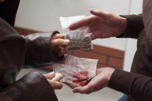 پیش بینی تمایل به مصرف مواد در دانشجویان بر اساس عوامل خطرساز و محافظت کننده-مرکز مشاوره مهستا